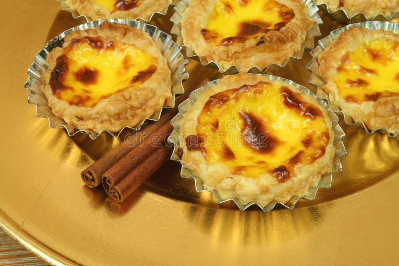 τα χρυσά pasteis nata de egg καλύπτουν tarts στοκ φωτογραφία με δικαίωμα ελεύθερης χρήσης
