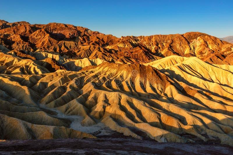 Τα χρώματα της ανατολής στην κοιλάδα θανάτου στοκ φωτογραφία με δικαίωμα ελεύθερης χρήσης
