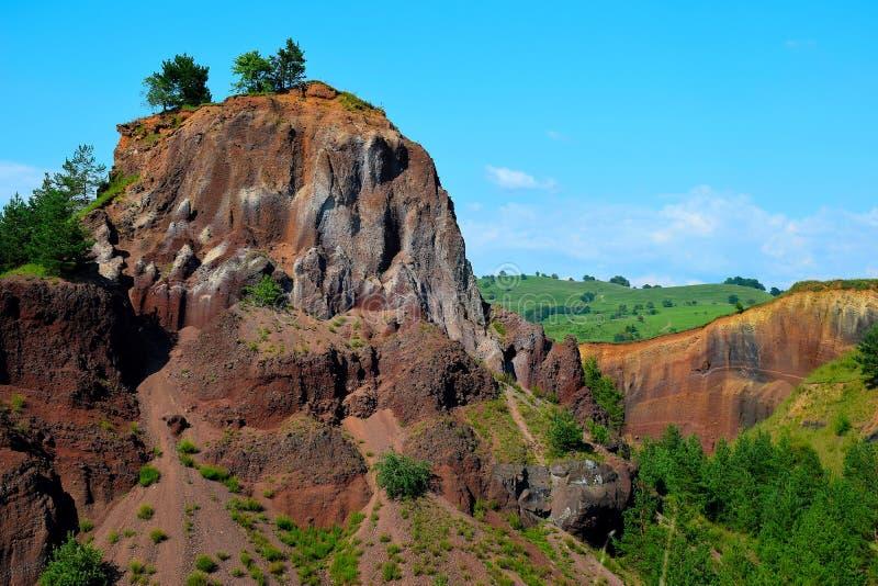 Τα χρώματα του εκλείψας vulcano Racos Brasov, Ρουμανία, αιχμή Heghes στοκ εικόνες με δικαίωμα ελεύθερης χρήσης