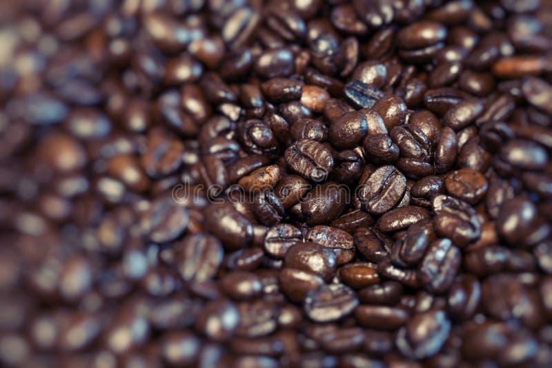 Τα ψημένα καφετιά φασόλια καφέ, μπορούν να χρησιμοποιηθούν ως υπόβαθρο στοκ φωτογραφίες