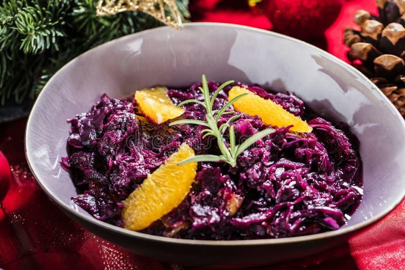 Τα ψημένα πλευρά αρνιών ή venison στα Χριστούγεννα παρουσιάζουν τα fetive τρόφιμα dekoration στοκ φωτογραφία με δικαίωμα ελεύθερης χρήσης