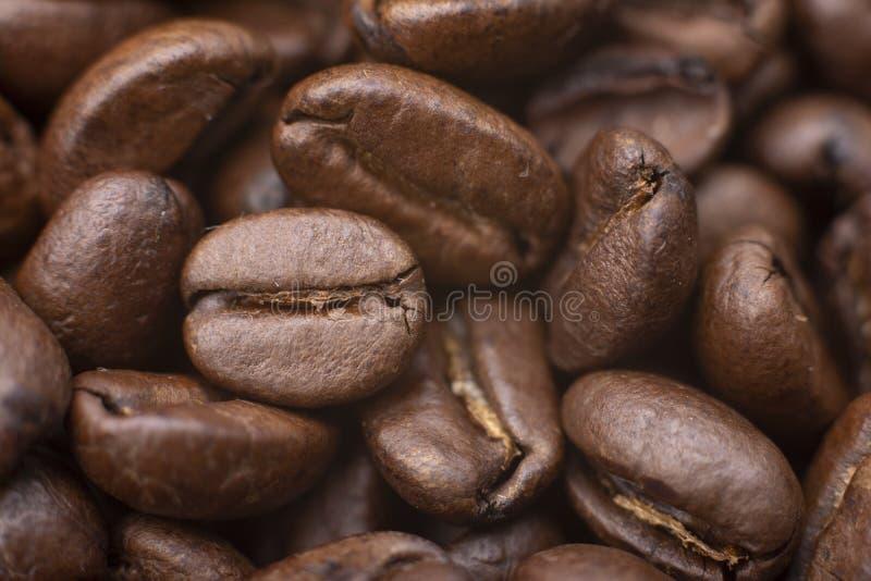 Τα ψημένα φασόλια καφέ, μπορούν να χρησιμοποιηθούν ως υπόβαθρο στοκ εικόνες