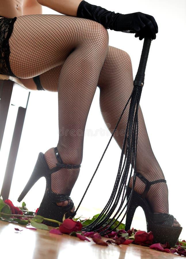 Τα θηλυκά πόδια και κτυπούν στοκ εικόνα με δικαίωμα ελεύθερης χρήσης