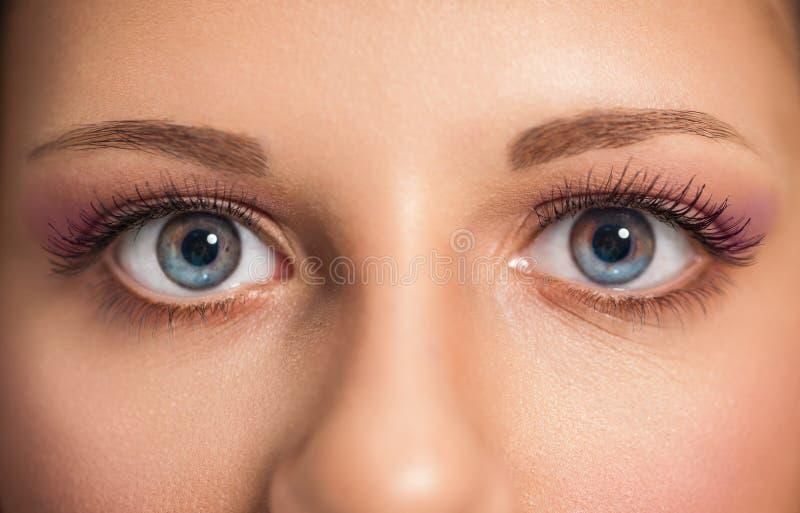 Τα όμορφα μάτια γυναικών, κλείνουν επάνω στοκ εικόνες με δικαίωμα ελεύθερης χρήσης