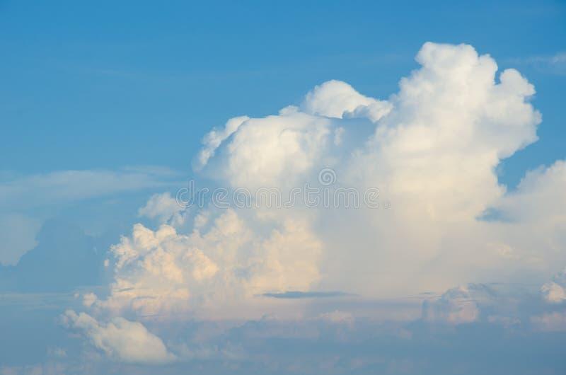 Τα όμορφα μπλε χρώματα ουρανού σύννεφων στοκ εικόνες με δικαίωμα ελεύθερης χρήσης