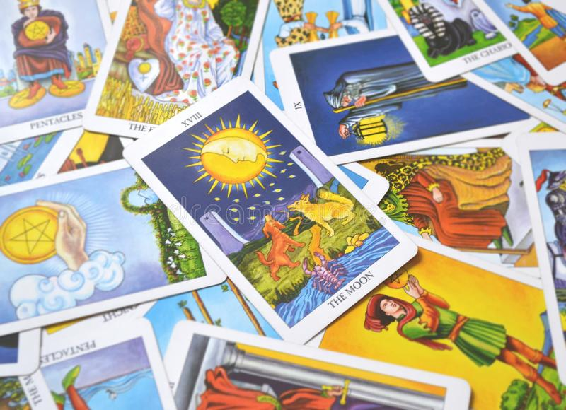 Τα όνειρα καρτών Tarot φεγγαριών, εφιάλτες, παραίσθηση, κρυμμένα πράγματα στοκ φωτογραφίες με δικαίωμα ελεύθερης χρήσης