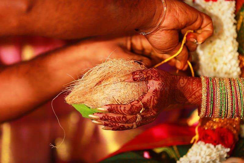 Τελετουργικά νότιου ινδικά γάμου, τελετή στοκ εικόνες