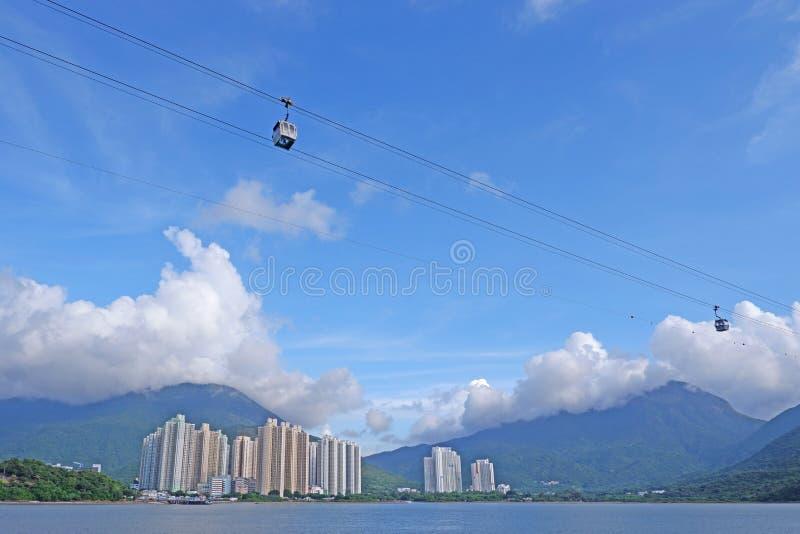 Τελεφερίκ βουνών εργαλείων μεταφορών για τη θέα που βλέπει στη Hong στοκ εικόνες