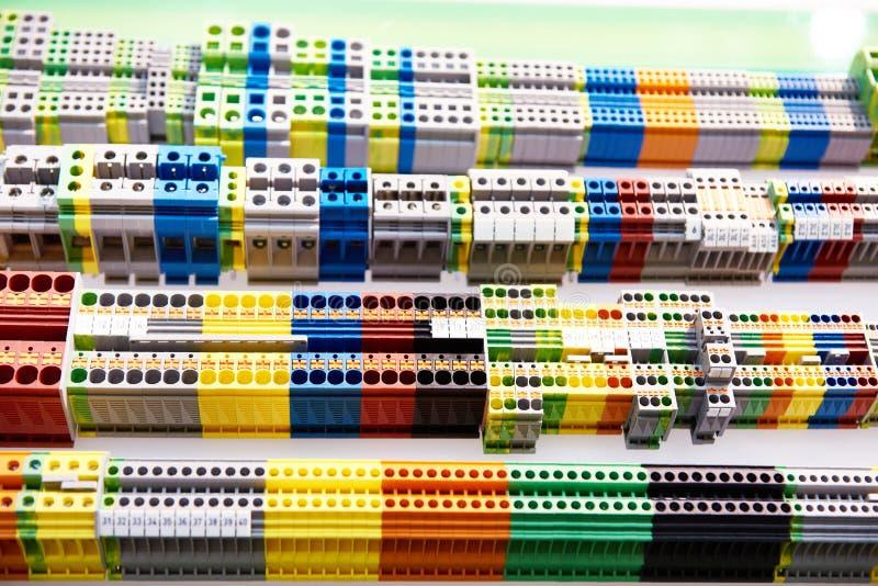 Τελικός φραγμός ραγών DIN για τον ηλεκτρικό συνδετήρα στοκ φωτογραφία με δικαίωμα ελεύθερης χρήσης