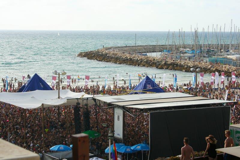 Τελ Αβίβ, Ισραήλ - 7 Ιουνίου 2013: Κόμμα παραλιών στην παραλία του Gordon στο Τελ Αβίβ, Ισραήλ στοκ φωτογραφίες με δικαίωμα ελεύθερης χρήσης