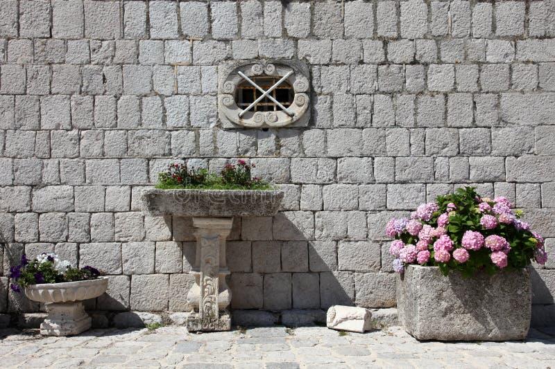 Τεμάχιο της κυρίας μας της εκκλησίας βράχου σε Perast στοκ εικόνα