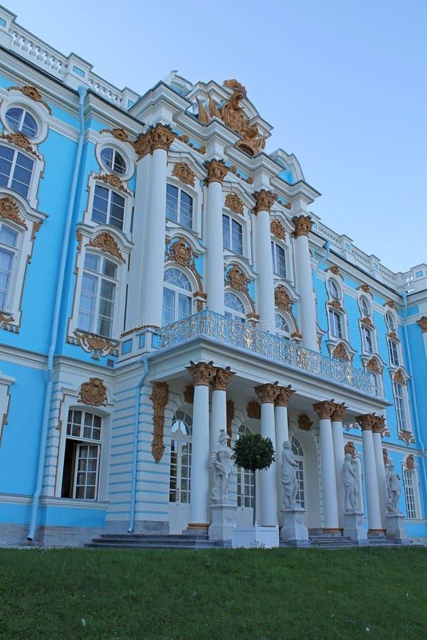 Τεμάχιο της πρόσοψης του παλατιού της Catherine από το πάρκο Πόλη Pushkin στοκ εικόνες