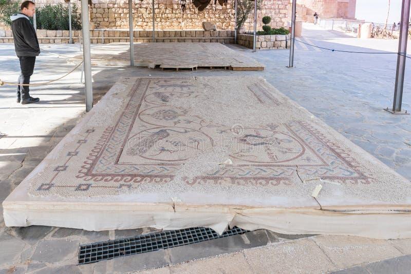 Τεμάχιο του αποκατεστημένου μωσαϊκού στην αναμνηστική εκκλησία του Μωυσή στο υποστήριγμα Nebo κοντά στην πόλη Madaba στην Ιορδανί στοκ φωτογραφία με δικαίωμα ελεύθερης χρήσης