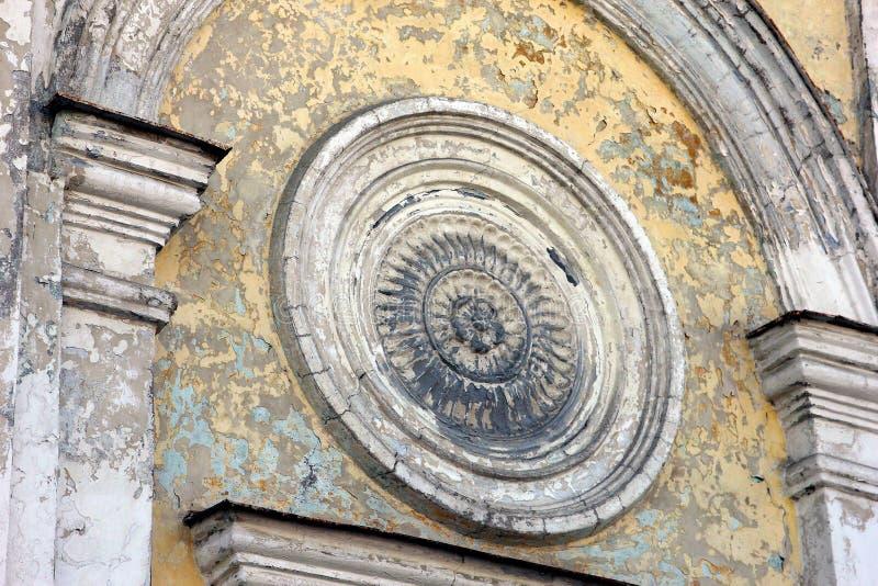 Τεμάχιο του τοίχου της εκκλησίας που χτίζει «όμορφο παλαιό pla γύψου †στοκ φωτογραφία με δικαίωμα ελεύθερης χρήσης