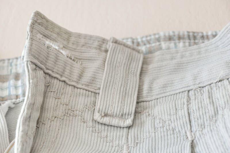 Τεμάχιο των άσπρων κοτλέ τοπ εσωρούχων τζιν στοκ φωτογραφίες με δικαίωμα ελεύθερης χρήσης