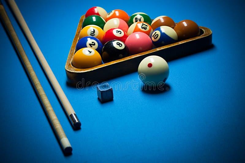 Τεμάχιο φωτογραφιών του μπλε παιχνιδιού μπιλιάρδου λιμνών με το σύνθημα Λίμνη bil στοκ εικόνες