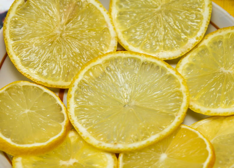Τεμαχισμένα λεμόνια στοκ εικόνα με δικαίωμα ελεύθερης χρήσης