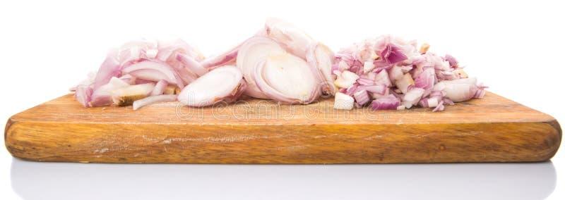 Τεμαχισμένα κρεμμύδια στον τεμαχίζοντας πίνακα ΙΙ στοκ φωτογραφίες
