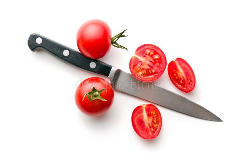 Τεμαχισμένα ντομάτες και μαχαίρι στοκ εικόνες