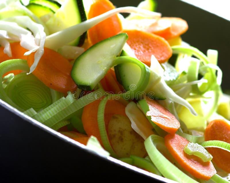 τεμαχισμένα πρόσφατα λαχανικά στοκ εικόνα
