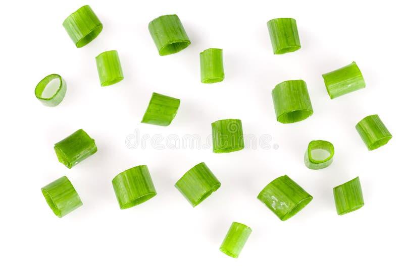 Τεμαχισμένα φρέσκα πράσινα κρεμμύδια που απομονώνονται στο άσπρο υπόβαθρο Τοπ όψη στοκ φωτογραφίες