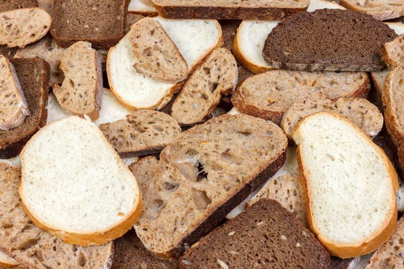 Τεμαχισμένη άσπρη και καφετιά φραντζόλα του ψωμιού στοκ φωτογραφίες με δικαίωμα ελεύθερης χρήσης