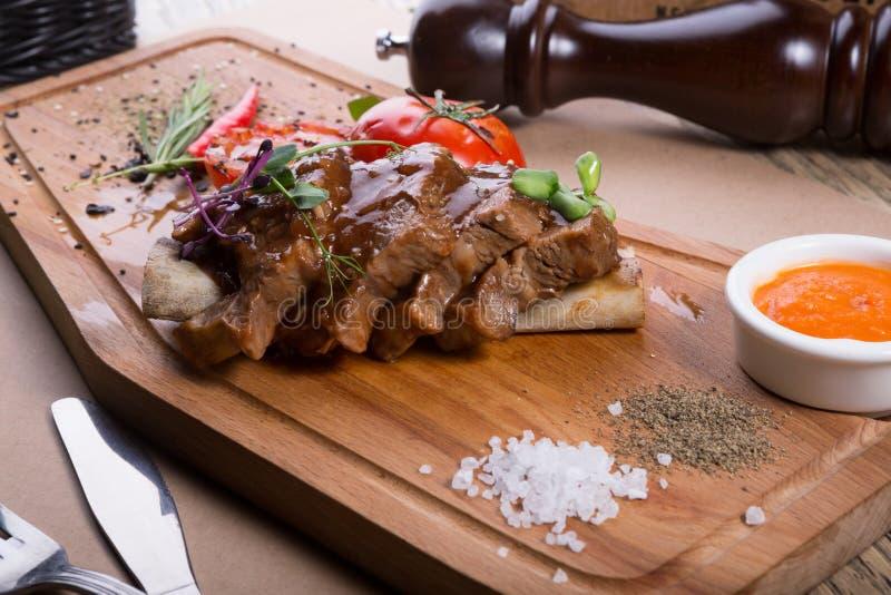 Τεμαχισμένη μπριζόλα βόειου κρέατος στοκ εικόνες