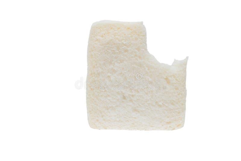 Τεμαχισμένο ψωμί με το δάγκωμα, που απομονώνεται στο άσπρο υπόβαθρο στοκ φωτογραφίες