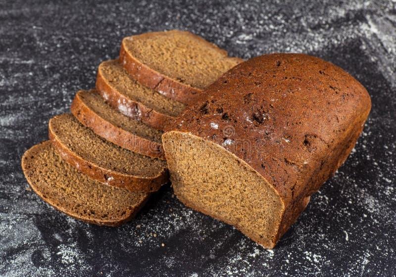Τεμαχισμένο ψωμί σίκαλης φραντζολών στοκ εικόνες με δικαίωμα ελεύθερης χρήσης