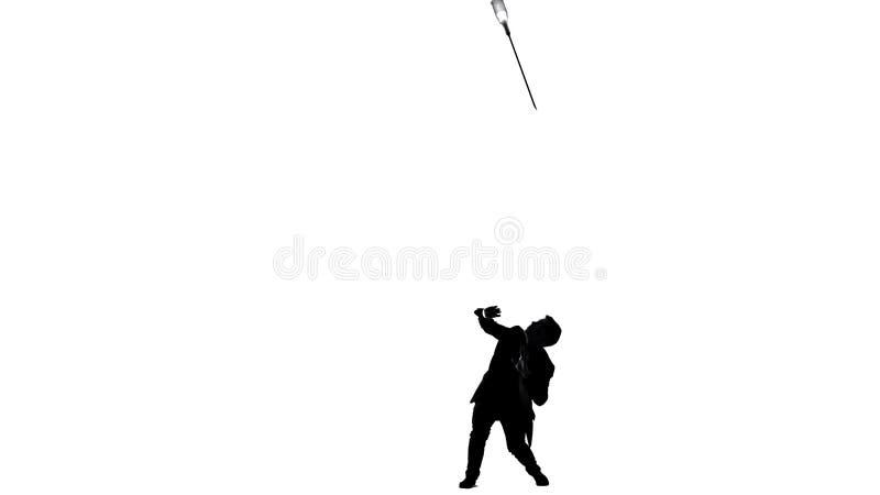 Τεράστια βελόνα συρίγγων επάνω από το μικρό άτομο, έννοια των φαρμάκων που σκοτώνουν το πρόσωπο, εθισμός ελεύθερη απεικόνιση δικαιώματος