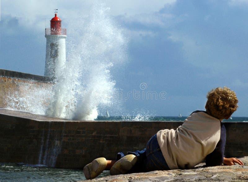 τεράστια κύματα φάρων στοκ εικόνα με δικαίωμα ελεύθερης χρήσης