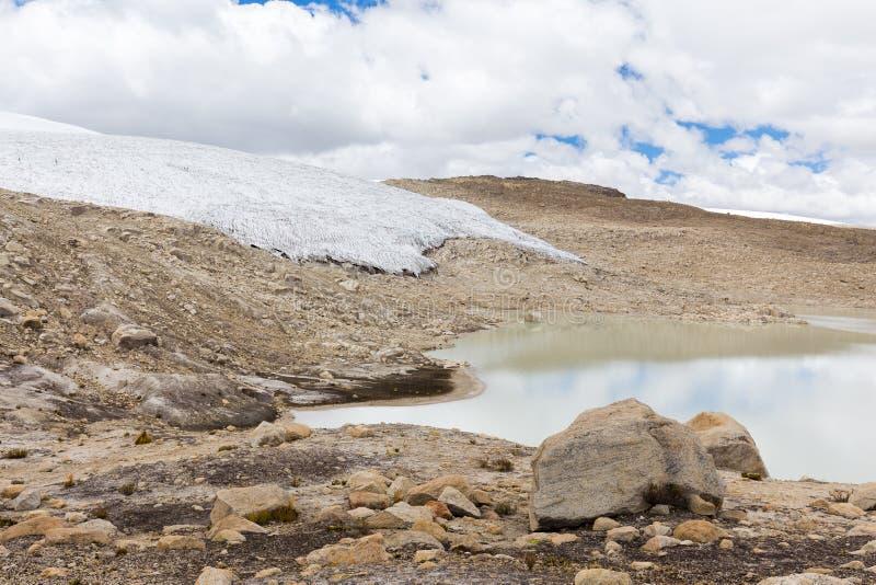 Τεράστια παγετώνων οροσειρών κορυφογραμμή Περού βουνών τοπίων Vilcanota φυσική στοκ εικόνες