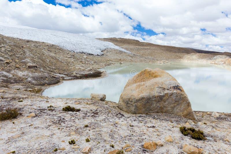 Τεράστια παγετώνων οροσειρών κορυφογραμμή Περού βουνών τοπίων Vilcanota φυσική στοκ εικόνα