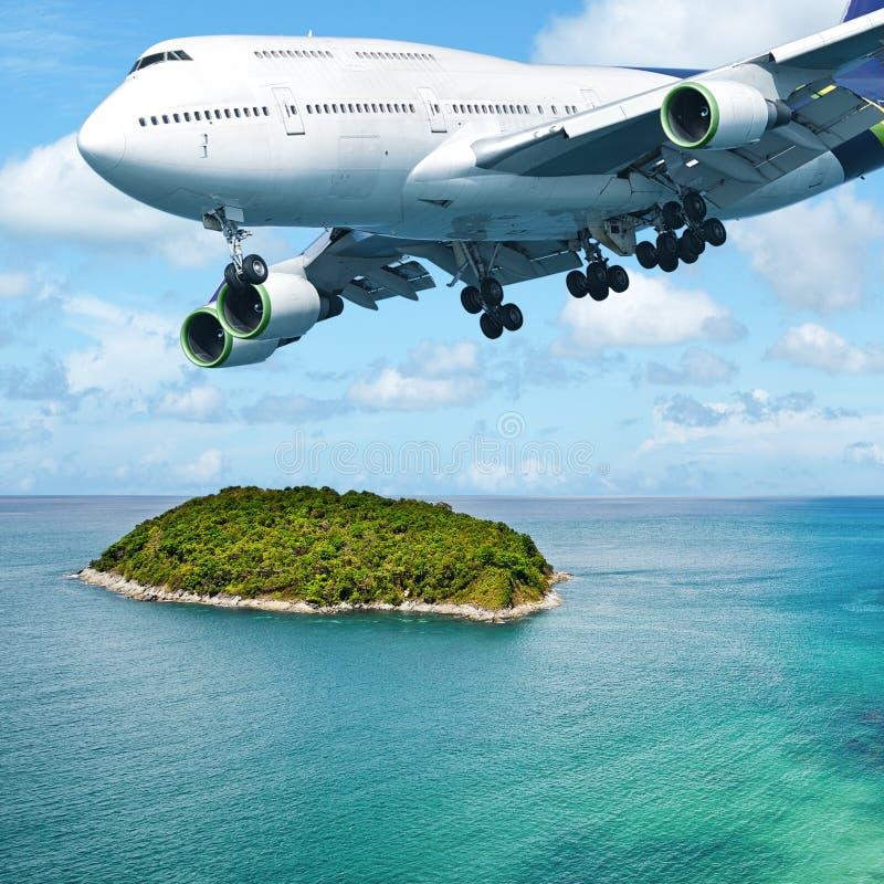 Τεράστιος - αεριωθούμενο αεροπλάνο κατά την πτήση στοκ φωτογραφία