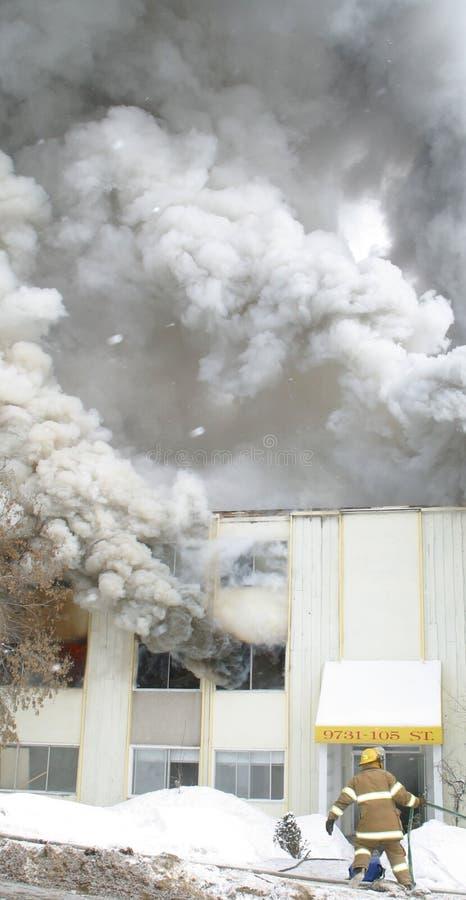 Download τεράστιος καπνός στοκ εικόνες. εικόνα από καπνός, πυροσβέστης - 55238