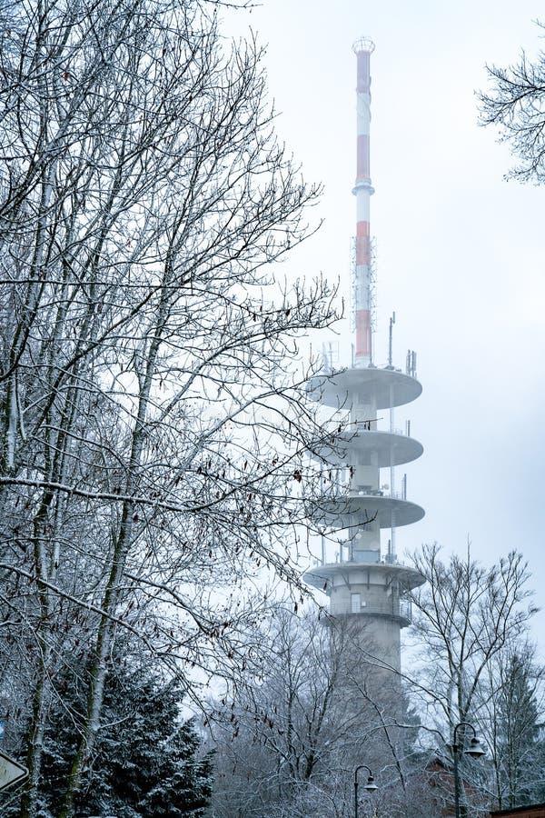 Τεράστιος ραδιο πύργος το χειμώνα στοκ εικόνες