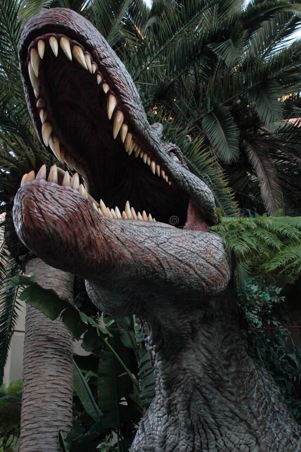 τεράστιο εσωτερικό στόμα δεινοσαύρων στοκ εικόνες