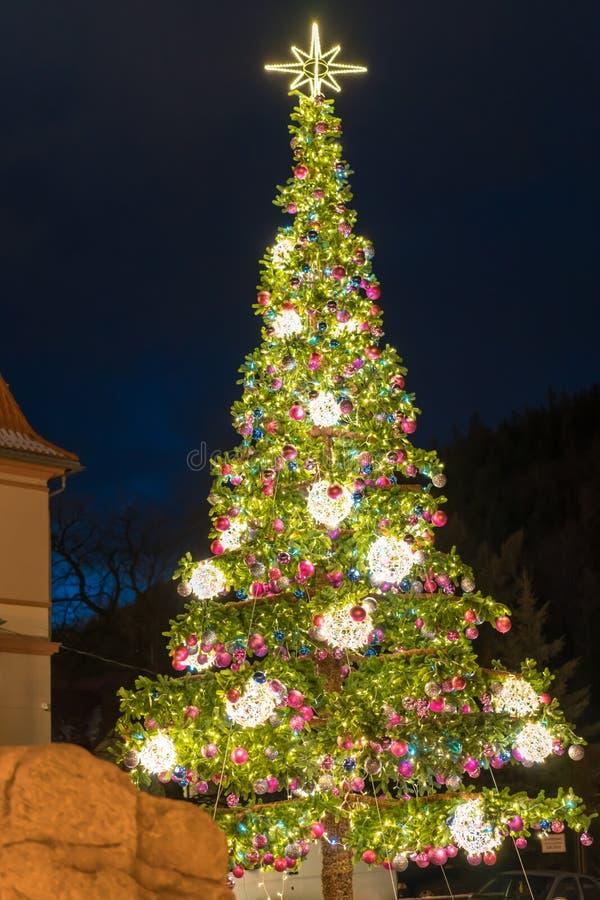 Τεράστιο χριστουγεννιάτικο δέντρο στην Πολωνία στοκ φωτογραφία