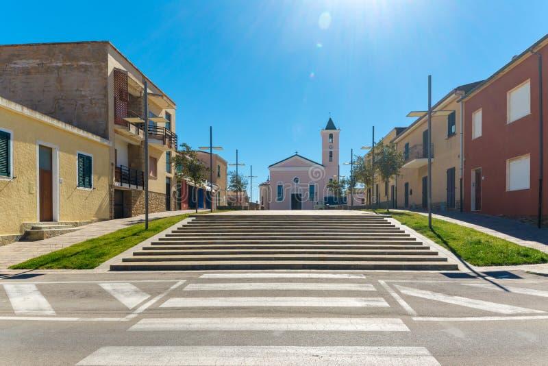 τετράγωνο και σκάλα μπροστά από την εκκλησία στοκ φωτογραφία