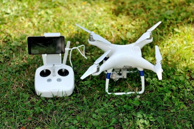 Τετράγωνο κηφήνων copter με τη ψηφιακή κάμερα στοκ εικόνα