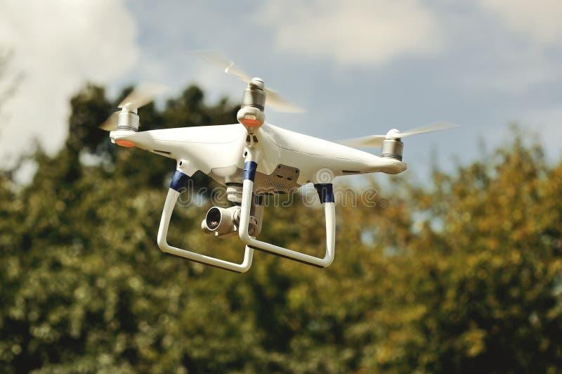 Τετράγωνο κηφήνων copter με τη ψηφιακή κάμερα στοκ φωτογραφίες με δικαίωμα ελεύθερης χρήσης