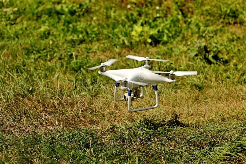 Τετράγωνο κηφήνων copter με τη ψηφιακή κάμερα στοκ εικόνες