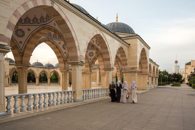 Τετράγωνο μπροστά από την καρδιά μουσουλμανικών τεμενών ` Τσετσενίας ` στοκ φωτογραφία με δικαίωμα ελεύθερης χρήσης