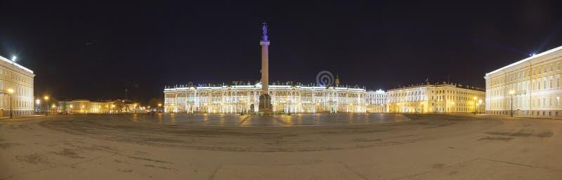 Τετράγωνο παλατιών κατά την πανοραμική άποψη της Αγία Πετρούπολης στοκ φωτογραφία με δικαίωμα ελεύθερης χρήσης