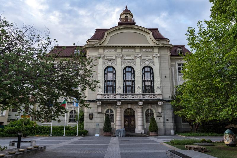 Τετράγωνο του Stefan Stambolov μπροστά από το Plovdiv Δημαρχείο Plovdiv, Βουλγαρία στοκ φωτογραφίες