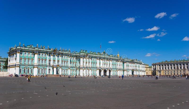 Τετράγωνο χειμερινών παλατιών άποψης στοκ φωτογραφία με δικαίωμα ελεύθερης χρήσης