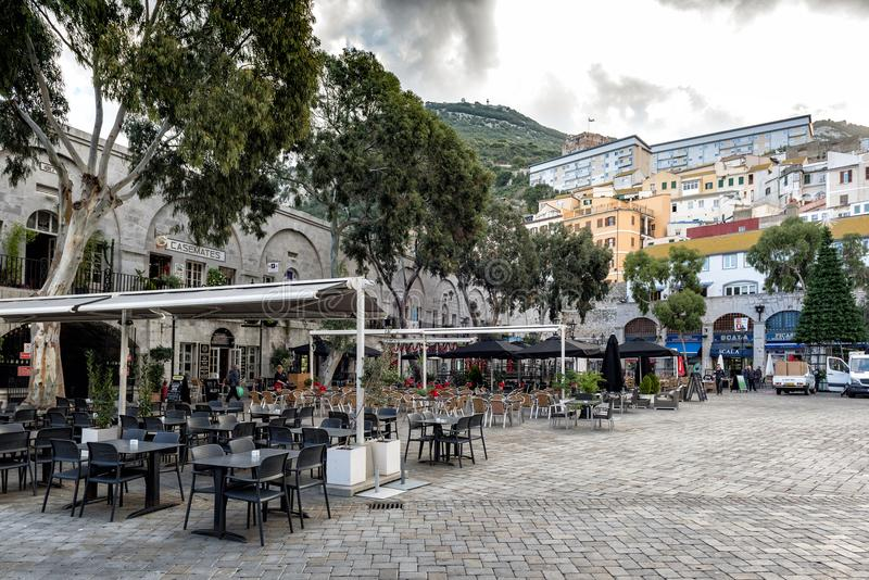 Τετράγωνο Casemates με τους φραγμούς και τα εστιατόρια στο κέντρο της πόλης του Γιβραλτάρ στοκ εικόνες