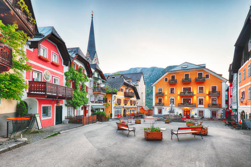 Τετράγωνο Hallstatt στο βουνό Άλπεων της Αυστρίας στοκ φωτογραφία με δικαίωμα ελεύθερης χρήσης