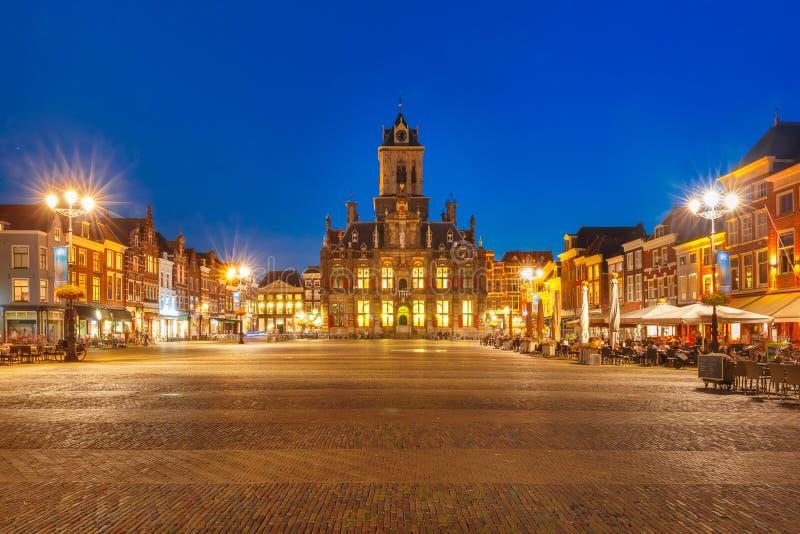 Τετράγωνο Markt τη νύχτα στο Ντελφτ, Κάτω Χώρες στοκ εικόνα