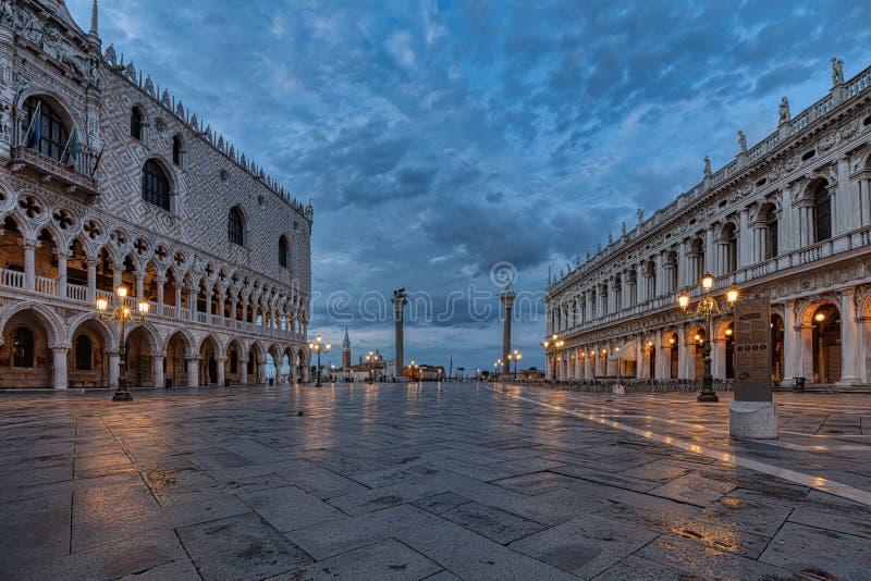 Τετράγωνο SAN Marco στη Βενετία, Ιταλία στην ανατολή στοκ φωτογραφία
